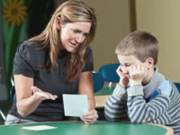 Özel İngilizce Sınıfları veya Grup Dersleri? Hangisi